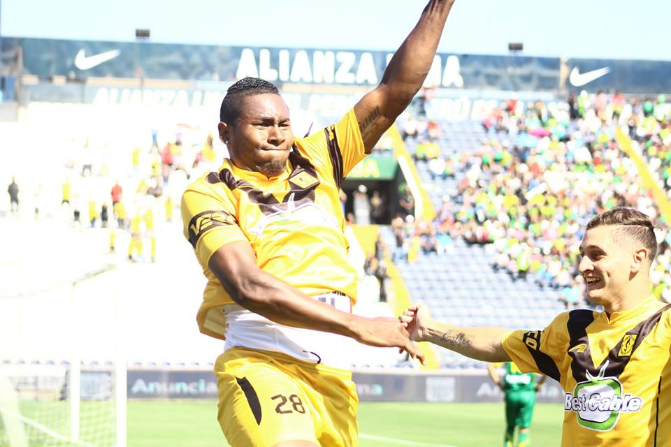 Collazos y Martín hicieron una dupla clave de cara al gol en el cuadro aurinegro. El colombiano fue el goleador del equipo en la Segunda 2016. (Foto: Pedro Monteverde / DeChalaca.com)