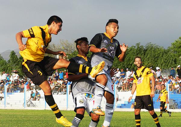 Cantolao puede dejar espacios que aproveche su rival. (Foto: Mario Azabache / DeChalaca.com)