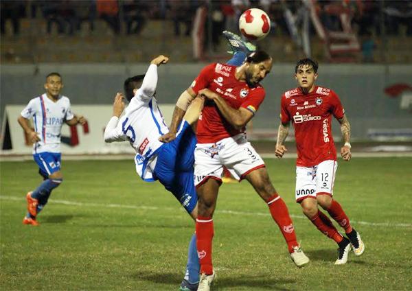 Una escena del partido que jugaron en Trujillo, donde empataron sin goles (Foto: diario La Industria de Trujillo)