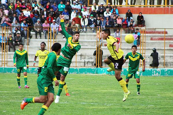 Los hinchas asistieron al Rosas Pampa para acompañó a su equipo pese a la última goleada sufrida.