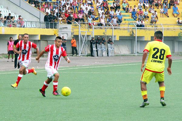 Cultural Santa Rosa defendió con uñas y dientes tras conseguir el 0-1 en Pucallpa. (Foto: Davidson Arce / DeChalaca.com)