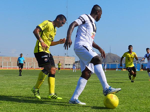 Coopsol apeló al juego fuerte en el segundo tiempo y terminó con dos expulsados. (Foto: Mario Azabache / DeChalaca.com)