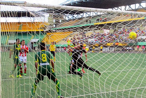 Abdala anotó el gol del empate, devolviendo la cortesía a Áncash que había adelantado también de cabeza vía Ronaille Calheira. (Foto: Davidson Arce)