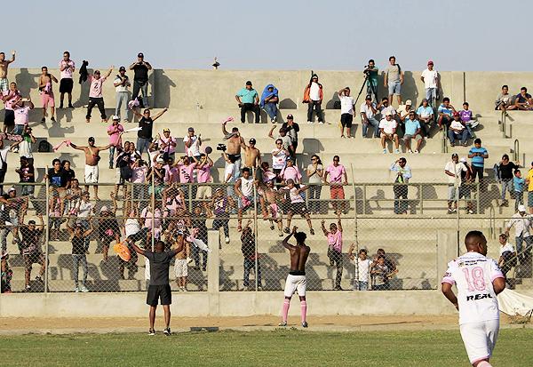 La hinchada del Boys acompañó al club a Guadalupe. (Foto: prensa Sport Boys)