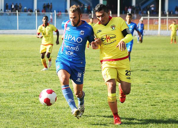 Ricardo Ronceros, capitán, zaguero y técnico de Santa Rosa, tiene mínimas chances de campeonar la Segunda. (Foto: Gilberth Chiquillán)
