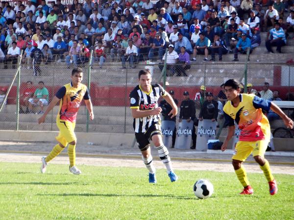 Sport Victoria y Willy Serrato, dos equipos involucrados con las licencias temporales, podrán jugar sin problemas la temporada 2016 de la Segunda División. (Foto: Alan Roca / Bravazos Ica)