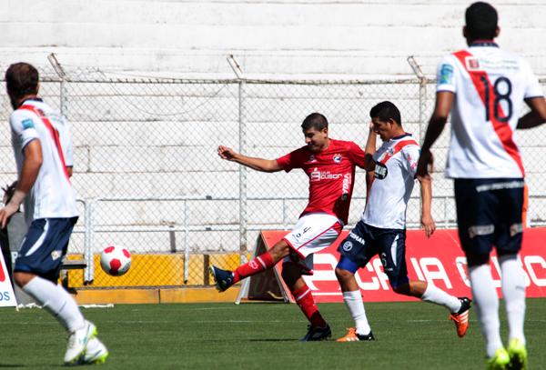 En el 4-1-4-1, Hernández será el ancla entre la defensa y la volante. (Foto: Vanessa Álvarez Sancho)