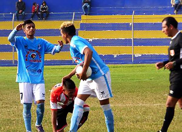 Jordy Reyes celebra uno de sus goles. Sin embargo, no le alcanzaron a La Bocana. (Foto: Georgina Carlos)