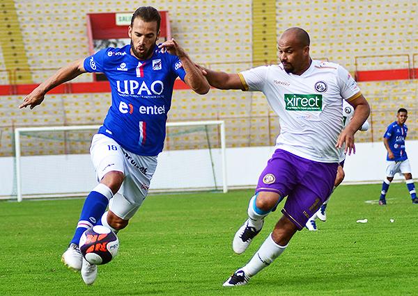 Fernando Oliveira tuvo un buen desempeño, superando en más de una ocasión a Giuseppi Ramos. (Foto: prensa Carlos A. Mannucci)