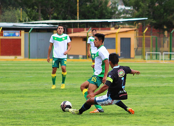 En la 'Videnita' de Huaraz, Jherly Falcón supera a Bryan Otiniano. (Foto: Henry Ramírez / Visión Deportiva Huaraz)