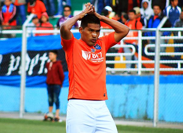 Andy Pando y el rostro de la incredulidad: sobre los 104 minutos de juego, desperdició un penal y la posibilidad de que la Vallejo se consagre campeón de la Segunda División. (Foto: Jair Acosta / prensa ADFP-SD)