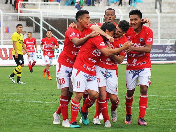Ronald Armacta fue decisivo en el Cusco: metió un gol con los genitales. (Foto: Vicente Ríos / DeChalaca.com)