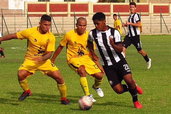 Josedaniel Jayo apuesta por el desequilibrio individual ante Luis Galliquio. (Foto: Dimensión Deportiva Ica)