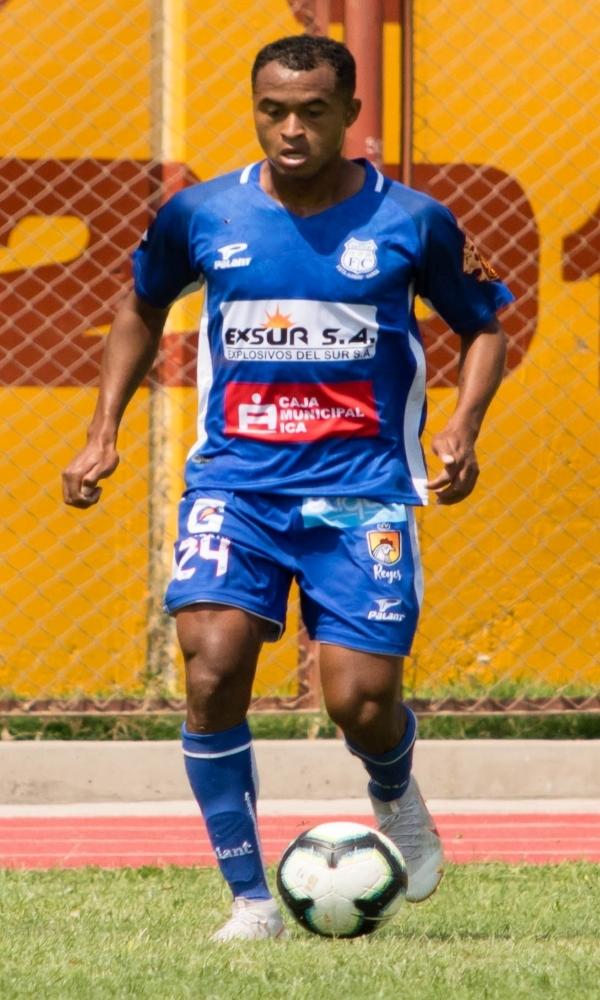 Castrillón, en silencio, sostuvo el armazón de Santos desde la primera línea. (Foto: Prensa Santos FC)