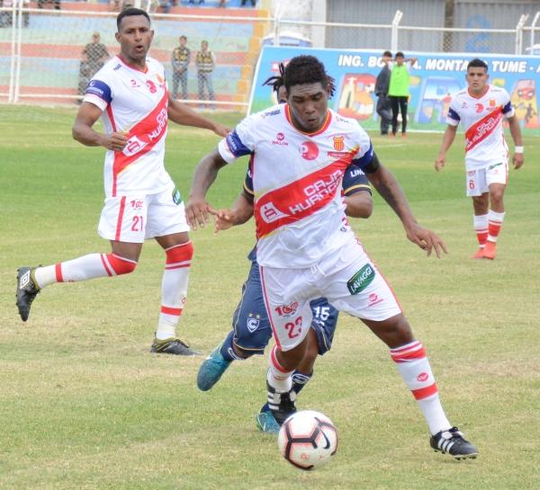 Capitán, líder y figura: Yglesias rindió como en sus mejores tiempos en el fondo de Grau. (Foto: Víctor Figueroa / DeChalaca.com)