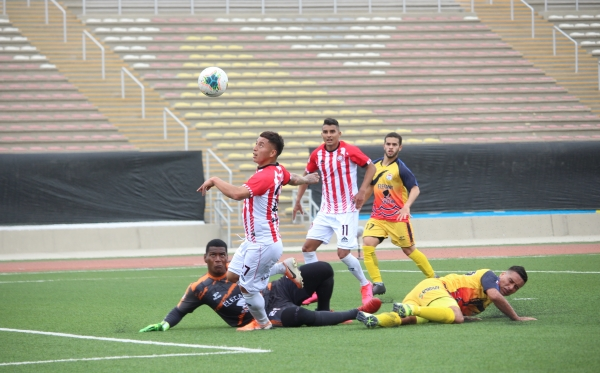 El gol increíblemente errado por Campos con arco vacío ante Chavelines resume la campaña de Huaral: se quedó en la puerta del horno. (Foto: Fabricio Escate / DeChalaca.com)