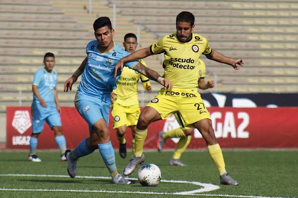 Santisteban cierra a Gutiérrez. 'Pedrito' no pudo explotar como de costumbre. (Foto: Prensa FPF)