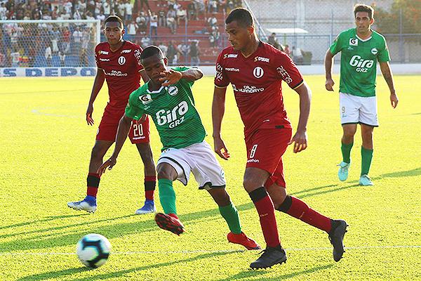 Castillo ante Universitario en la Copa Bicentenario. (Foto: Prensa Los Caimanes)