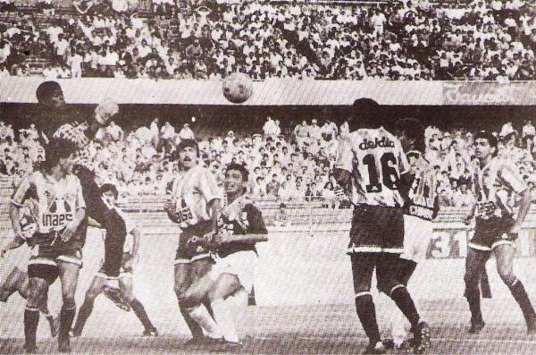 La final de la única edición de los torneos zonales la disputaron Ovación Sipesa y Unión Huaral ante un buen marco de público en el estadio Nacional (Recorte: revista Estadio)