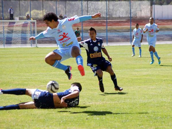 Cristal se declaró en duelo por tres días y no jugó en Urcos. La única escena que quedó del enfrentamiento ante Real Garcilaso, fue el duelo que se realizó el último domingo entre las reservas (Foto: prensa Sporting Cristal)