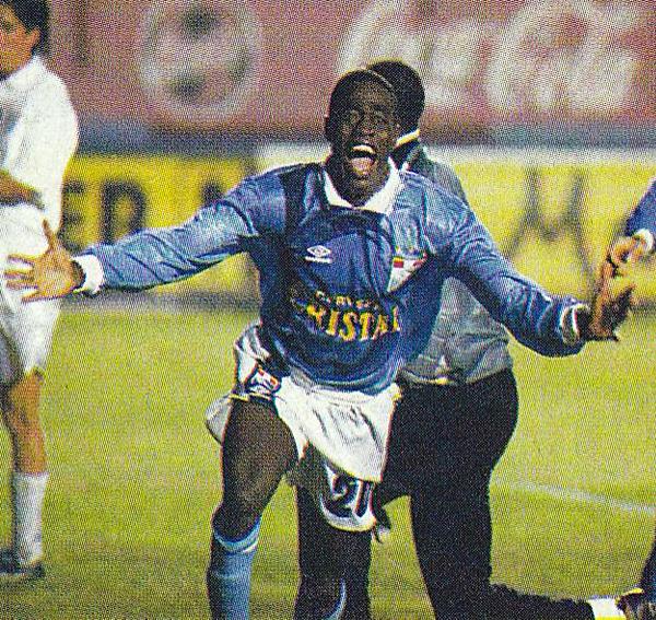 El paso de Prince Amoako por el fútbol peruano es de lo mejor que los jugadores de África han hecho hasta ahora en nuestro campeonato (Recorte: revista Once)