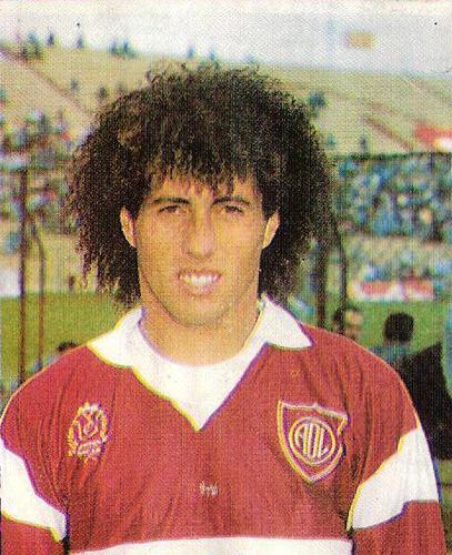 El Árabe' José Kajatt con la divisa del Defensor Lima, equipo con el que más destacó (Recorte: revista Estadio)