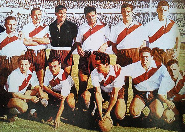 Ángel Labruna compartió equipo con José Soriano. De hecho, ambos posan en la imagen para el equipo campeón de 1945. (Foto: La Máquina Millonaria)