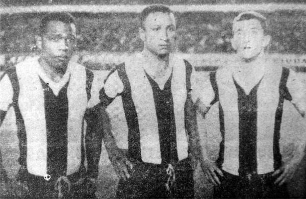 Parte del ataque de Alianza que enfrentó a la 'U' en la Libertadores: Teodoro García, Helio Cruz y Mario Catalá, siendo los dos últimos jugadores que no estaban inscritos en el torneo (Recorte: diario La Crónica)