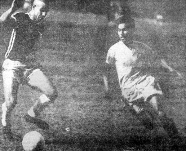 La mejor etapa del 'Cordobés' Fuentes a nivel de clubes se dio con la camiseta de Universitario (Recorte: diario La Crónica)