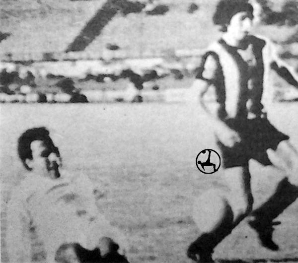 El 'Gato' Cuéllar se bate para frenar un avance de Peñarol y conservar el empate (Recorte: diario La Crónica)