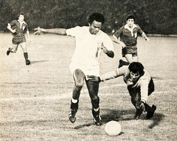 Poco pudo hacer Juan José Muñante para evitar la derrota en la visita crema a la U de Chile (Recorte: revista Estadio de Chile)