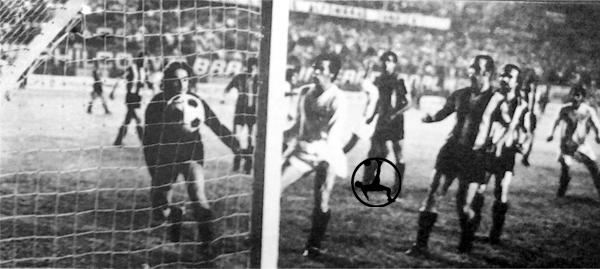 Peñarol le infligió una dura derrota a la 'U' en uno de los momentos más duros de su campaña (Recorte: diario La Crónica)