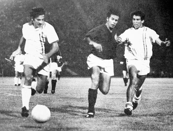 La velocidad de 'Cachito' Ramírez resultó vital como una de las armas para que Universitario triunfe sobre Unión San Felipe (Recorte: revista Estadio de Chile)