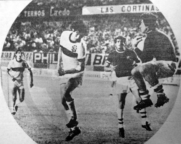 Ramón Quiroga estuvo a la altura de la exigencia la noche que Olimpia cayó frente a Cristal en la Libertadores de 1973 (Recorte: diario La Crónica)