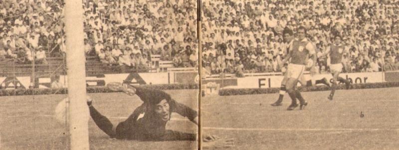 Gol de Félix Suárez al portero López, a los 6 segundos del cotejo que Alianza Lima le ganó 3-0 a Independiente Santa Fe en 1976. Es el más rápido de la historia de la Copa Libertadores de América (Recorte: revista Ovación)