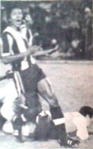 Alianza cantó victoria a domicilio sobre Independiente Santa Fe en 1976. (Recorte: revista Ovación)