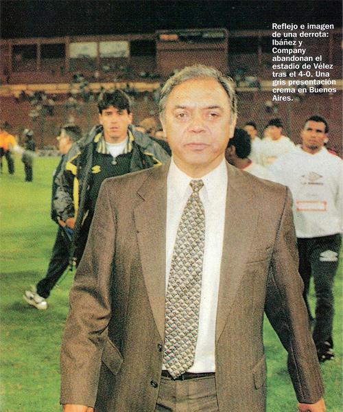 Lo aplastante del marcador con que Vélez Sarsfield eliminó a Universitario de la Libertadores fue imposible de disimular para el entonces técnico merengue (Recorte: Revista Once)
