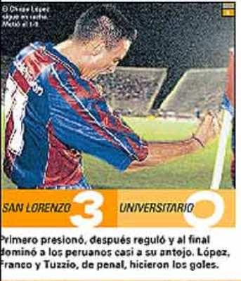 El 'Chupa' López festeja su gol en el arco de 'Chiquito' Flores la noche cuando San Lorenzo le ganó 3-0 a Universitario en Boedo por la Libertadores 2000 (Recorte: diario Olé)