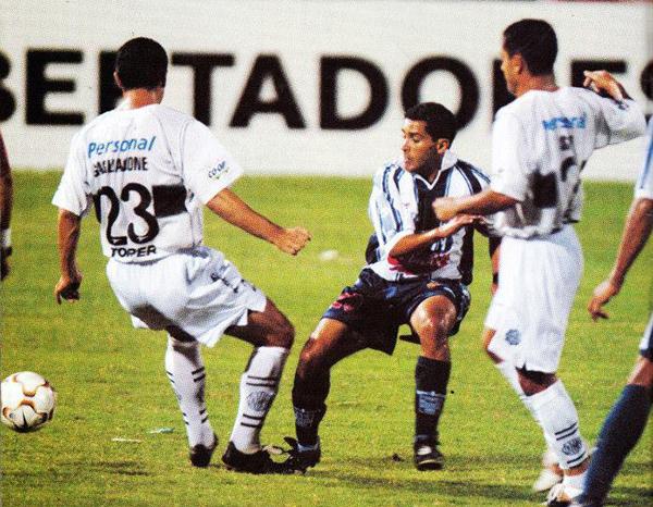 Alianza empató 1-1 ante el Olimpia que había sido campeón de la Libertadores 2002. (Foto: historialblanquiazul.wordpress.com)
