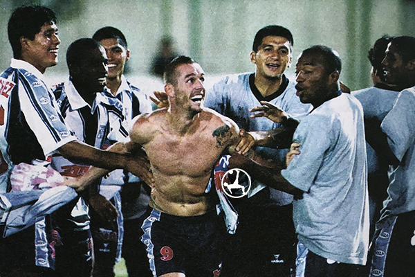 Tagliani celebra el épico gol ante Olimpia en Asunción. (Foto: diario La Nación)