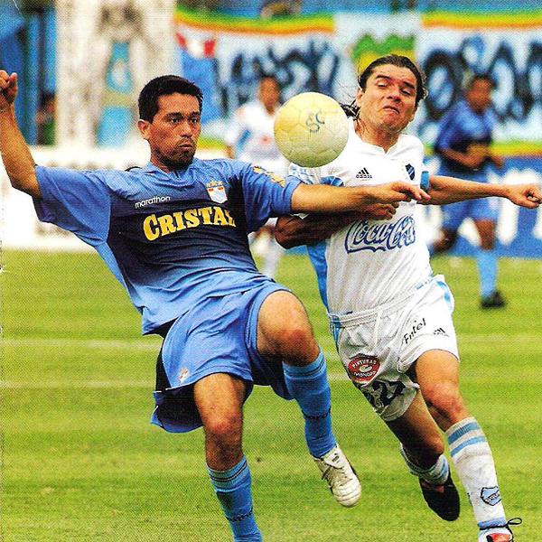 En 2006 Bolívar visitó el San Martín y se fue con un 2-1 (Recorte: revista El Gráfico Perú)
