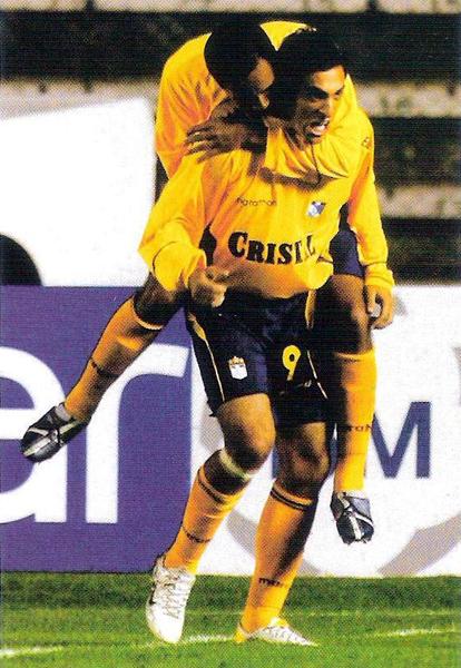El grito de gol de Sergio Leal no es para menos luego de abrir la cuenta ante Bolívar en 2006 (Recorte: revista El Gráfico Perú)