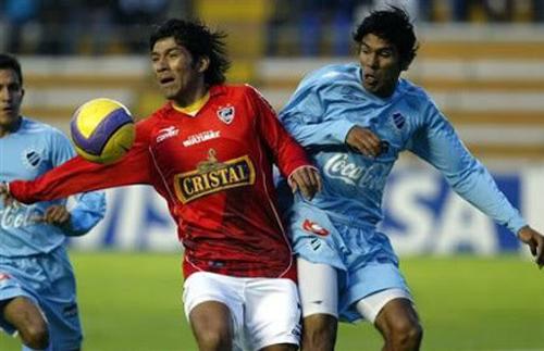 Cienciano luchó duro y parejo para sacar un ajustado triunfo de La Paz la vez que en la Libertadores de 2007 ganó por 2-3 (Foto: EFE)