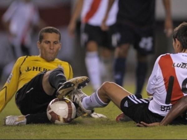EL SACRIFICADO. Una vez más, Butrón pagó los platos rotos de los errores de sus defensas (Foto: FIFA.com / AFP)