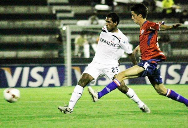 APROVECHANDO. Carrillo fue titular y no aflojó en la marca (Foto: Andrés Durand / DeChalaca.com)
