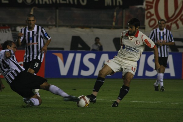 SIEMPRE PRESTO. Labarthe entró en reemplazo de Miguel Torres y cumplió mientras estuvo en el campo (Foto: Andrés Durand / DeChalaca.com)