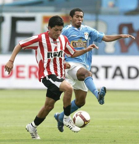 Estudiantes la pasó mal en el San Martín cuando enfrentó a Cristal aunque al final acabó levantando la Libertadores de 2009 (Foto: EFE)