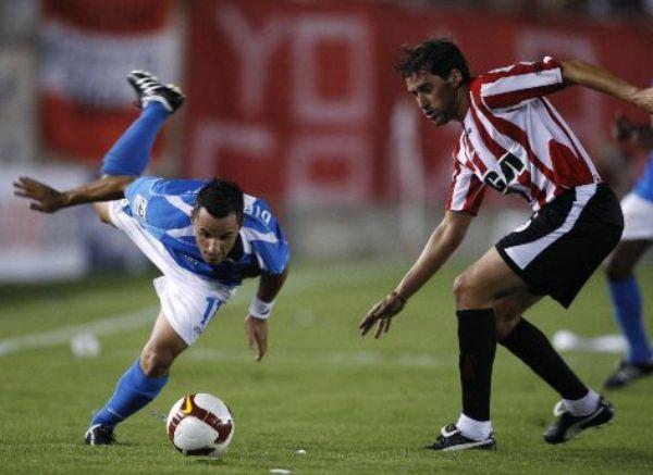 FRANCA ESCAPADA. Está confirmado: Aliberti va muy bien por fuera, pero en el centro del ataque aporta poco (Foto: EFE)