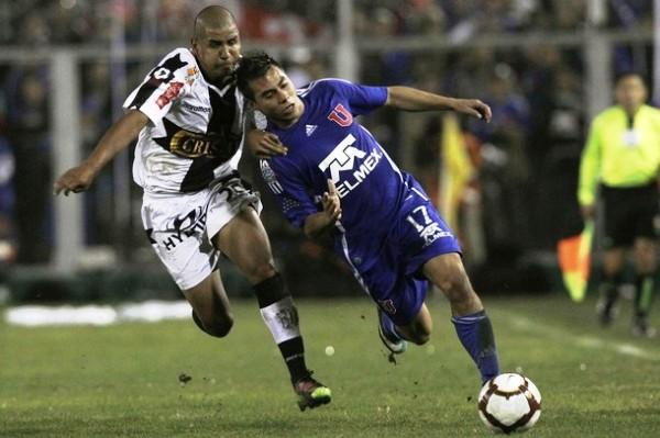 En un partido polémico, U de Chile sacó de carrera a Alianza por la Libertadores en 2010 (Foto: Reuters)