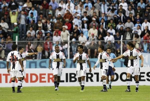 GRUPETE UNIDO. Desde Sosa hasta Fernández, Alianza cumplió al milímetro en La Paz y consiguió un triunfo memorable (Foto: REUTERS)